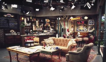 Breakdown: Why All Sitcom Lighting Looks the Same